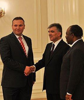 Karmod foi convidado para o palácio presidencial
